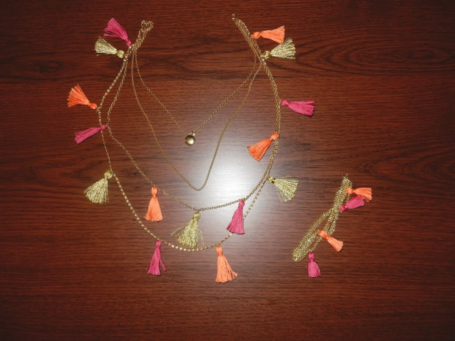 sarah in style, sarahinstyle.com, tassel necklace, tassel bracelet, DIY, tassels, chicago blogger, fashion blogger, windy city bloggers