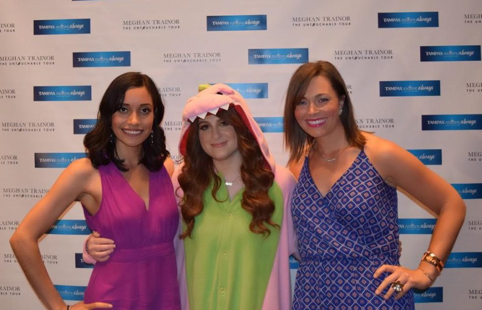 meghan trainor, untouchable tour, hailee steinfeld, tampax, wear what you want, chicago blogger, sarah in style