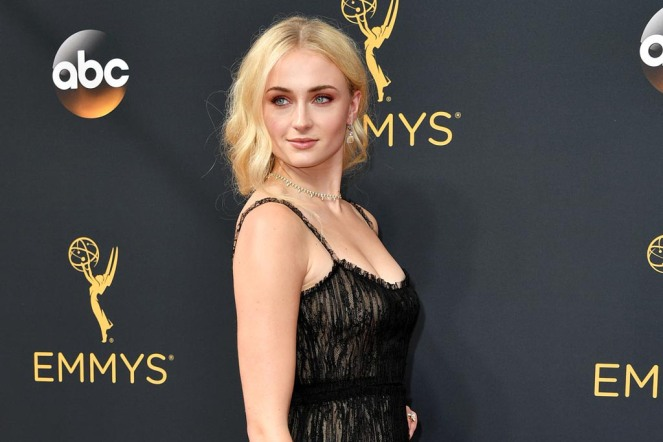 sophie turner, emmy awards 2016, emmy awards, red carpet fashion. red carpet, sarahinstyle.com, sarah in style, fashion blogger, chicago blogger, fashion, glamour