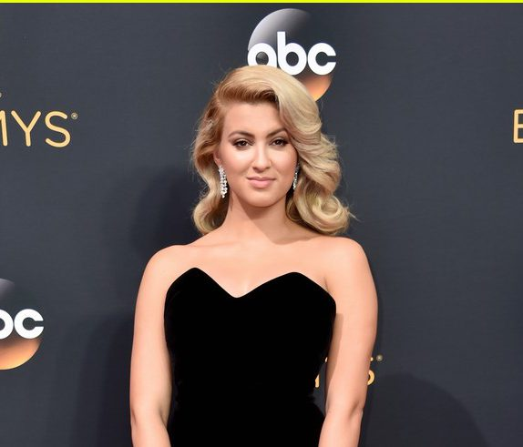 Tori Kelly, emmy awards 2016, emmy awards, red carpet fashion, red carpet, sarahinstyle.com, sarah in style, fashion blogger, chicago blogger, fashion police, sophie turner