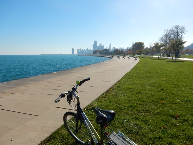 lakeshore drive, chicago bike path, chicago fall color tour, chicago skyline, spyder, workout clothing, fall workout clothing, sarahinstyle.com; sarah in style, sarah meyer, windy city bloggers, wcbcstyle, chicago blogger, fashion blogger