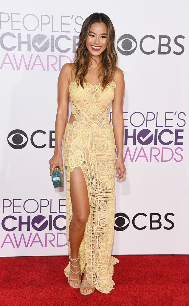 People's Choice Awards, Peoples Choice Awards, red carpet fashion, red carpet, celebrity style, #peopleschoice, Lori Loughlin, Jodie Sweetin, Christine Ko, Peyton List, Renee Bargh, Sarah in Style, best dressed, awards season