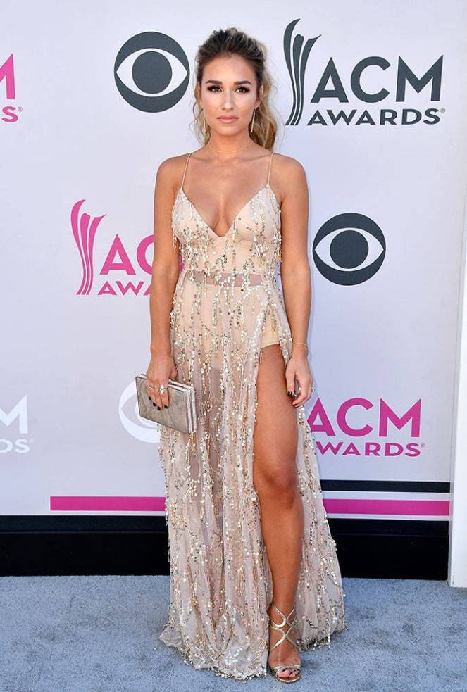 ACM's, ACM, academy of country music, academy of country music awards, country music awards, country music, red carpet, red carpet style, celebrity style, Sarah In STyle, Sarahinstyle.com, Las Vegas Awards Show, Pink Carpet, Jessie James Decker