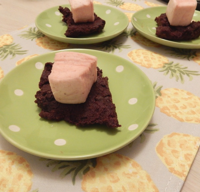 Healthy desserts, healthy brownies, healthy sweets, raw brownies, vegan, gluten free brownies, gluten free, Sarah In Style, sarahinstyle.com, Deliciously Ella, XO Marshmallow, gourmet marshmallows, food blogger, healthy eating