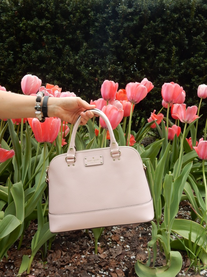 Kate Spade pink purse, April Showers Bring May Flowers, Chicago Bean, Chicago Millenium Park, Chicago Loop, The Bean, Cloudgate, Kate Spade, Chicago, downtown Chicago, chitown, sarah in style, little black dress, lbd, bow dress, bow earrings, pearls, sarah meyer, 100 years young, springtime, tulips, fresh, life, windy city bloggers, chicago blog, fashion blog, style blog