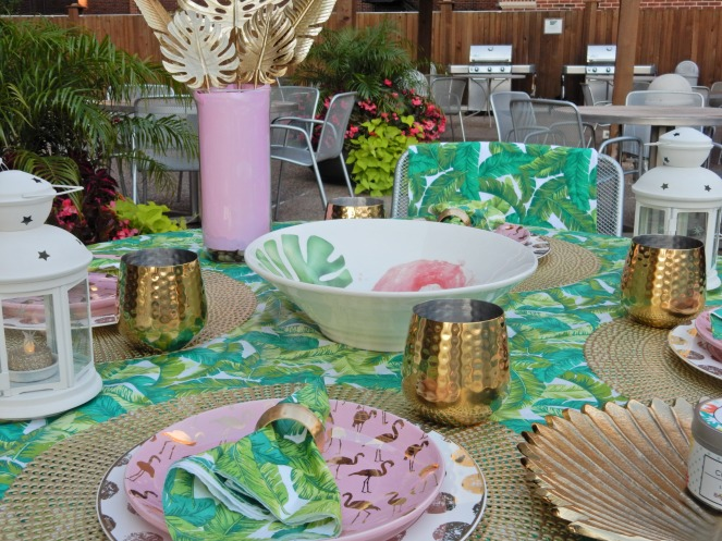 Read My Palms, Dining Decor, Table Decor, Table Decorations, Table Settings, Decorating, Home Decor, Linens, Sarah In Style, Sarah Meyer, sarahinstyle.com, design blogger, decorating blog, Chicago design, TJ Maxx, Flamingo plates, tropical table, palm leaves, palm decor, dining al fresco, palm print tablecloth, flamingo bowl, gold palm leaves, Home Goods, Bed Bath & Beyond