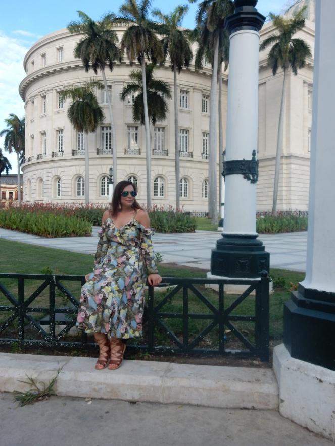 Cuba, Havana, Cuban Style, Cuban Flair, sarah in style, sarah meyer, sarahinstyle.com, windy city bloggers, fashion blogger, style blogger, travel recommendations, travel ideas, cuba travel, travel blogger, travel blog, how to dress in cuba, H&M, stylefile, party dress, ruffled dress, tropical dress, peek-a-boo shoulder, cold shoulder