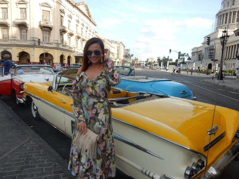 Cuba, Havana, Cuban Style, Cuban Flair, sarah in style, sarah meyer, sarahinstyle.com, windy city bloggers, fashion blogger, style blogger, travel recommendations, travel ideas, cuba travel, travel blogger, travel blog, how to dress in cuba, H&M, stylefile, party dress, ruffled dress, tropical dress, peek-a-boo shoulder, cold shoulder