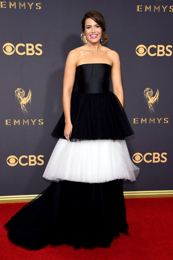 Mandy Moore, Carolina Herrera, Emmy Awards, Emmys, Emmys Red Carpet, Emmys 2017, Celebrity Style, Celeb Best Dressed, Emmys Red Crapet 2017, Sarah In Style, Awards Season, Celeb Fashion, Sarah Meyer