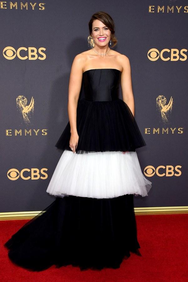 Mandy Moore, Carolina Herrera, Emmy Awards, Emmys, Emmys Red Carpet, Emmys 2017, Celebrity Style, Celeb Best Dressed, Emmys Red Crapet 2017, Sarah In Style, Awards Season, Celeb Fashion, Sarah Meyer