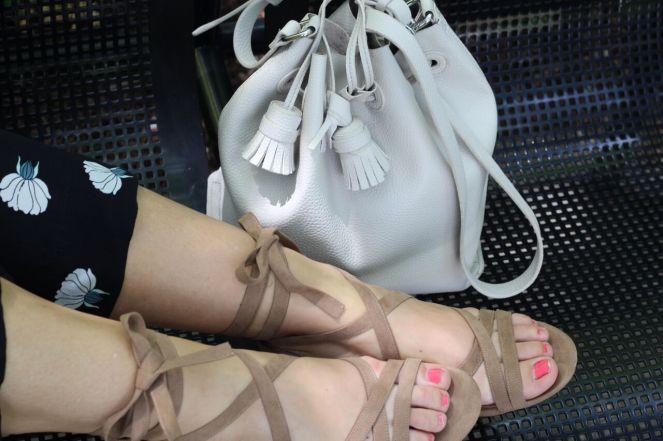 jumpsuits, white bucket bag, loft jumpsuit, rompers, versatile fashion, jumpsuit recommendations, fashion blogger, lakeshore east chicago, lakeshore east, Chicago skyline, sarah in style, sarahinstyle.com, #chicagogrammers, Windy City Bloggers, Windy City Blog Co, Fall Fashion Tips, Sarah Meyer