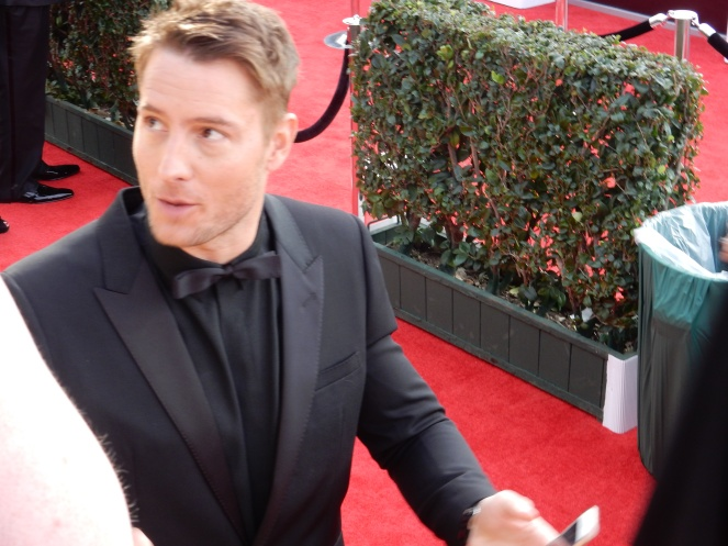 Justin Hartley, fashion blogger, style blogger, sarah in style, Sarah Meyer, SAG Awards, Screen Actors Guild, SAG Red Carpet, SAG Afterparty, SAG red carpet experience, SAG bleachers, Awards season, celebrity fashion, best dressed, E red carpet, People style, best of the SAG Awards