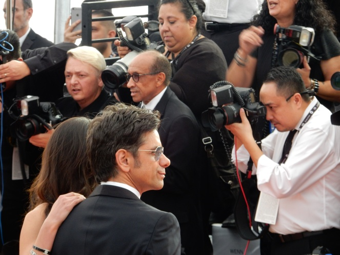 John Stamos, fashion blogger, style blogger, sarah in style, Sarah Meyer, SAG Awards, Screen Actors Guild, SAG Red Carpet, SAG Afterparty, SAG red carpet experience, SAG bleachers, Awards season, celebrity fashion, best dressed, E red carpet, People style, best of the SAG Awards