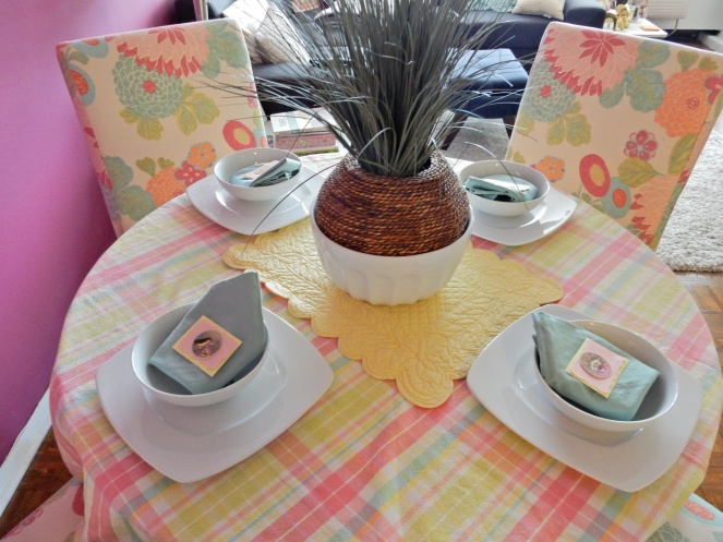 Dining Decor, Mother's Day Brunch Ideas, Mother's Day Table decor, spring table decor, Sarah In Style, Sarah Meyer, interior decorating, tablescape, decorating ideas, table ideas, April table, May table, decorating blog, decorating blogger,