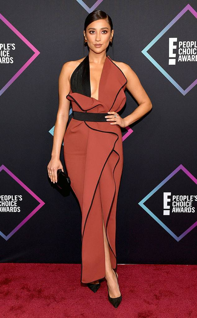 People's Choice Awards, Red Carpet, Best Dressed, Celebrity Style, What they wore, Red Carpet fashion, Sarah In Style, Sarah Meyer, Shay Mitchell