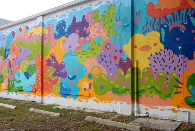 aquarium mural, Tampa art, Tampa murals, Murals, Mural Art, St. Petersburg Murals, St. Pete Murals. St. Pete art, Florida art, street art. Sarah In Style, Sarah Meyer, St. Petersburg Florida, unique vacation ideas, vacation like a local, soft surroundings, pink sandals, lime green dress, tassel sandals