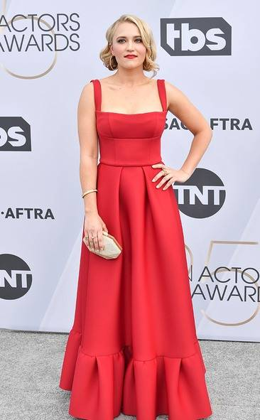 Emily Osment, SAG AWARDS, SAG Awards Best Dressed, Screen Actors Guild, Screen Actors Guild Awards, Best Dressed 2019, Red Carpet, Red Carpet Fashion, Celebrity Best Dressed, Celebrity Fashion, Awards Season, What they Wore, On the red carpet, Celebrity style, Sarah In Style, Sarah Meyer, Celebrity looks, awards show fashion