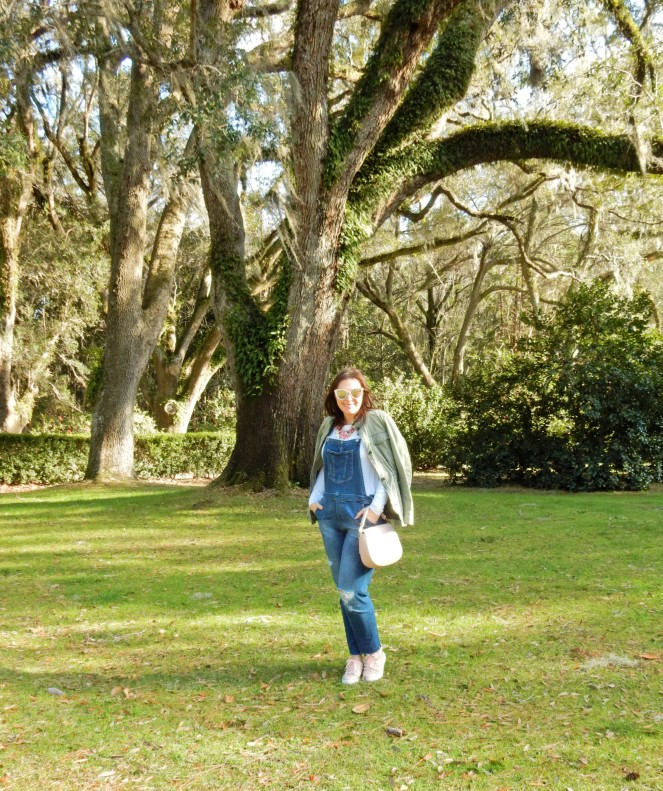 How to style overalls, how to wear overalls, how to look cute in overalls, overalls, pink slides, kate spade byrdie bag, Pink sunglasses, spring fashion trends, spring clothes, eden gardens, eden gardens state park, blogger fashion tips, styling tips, Sarah Meyer, Sarah In Style