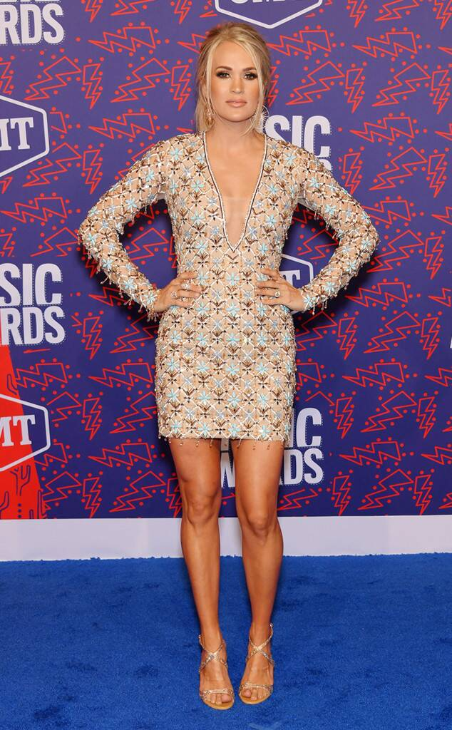 CMT Awards, CMT Awards 2019, CMTs 2019, CMT Red Carpet. CMT Awards Red Carpet, Celebrity Style. Best Dressed, Country Stars Style, Country Music Fashion, Maddie and Tae, Little Big Town, Carrie Underwood, Kelsea Ballerini, Maren Morris, Lauren Alaina, Thomas Rhett, Sarah Hyland, Sarah Meyer, Sarah In Style, Celebrities on the red carpet, red carpet looks