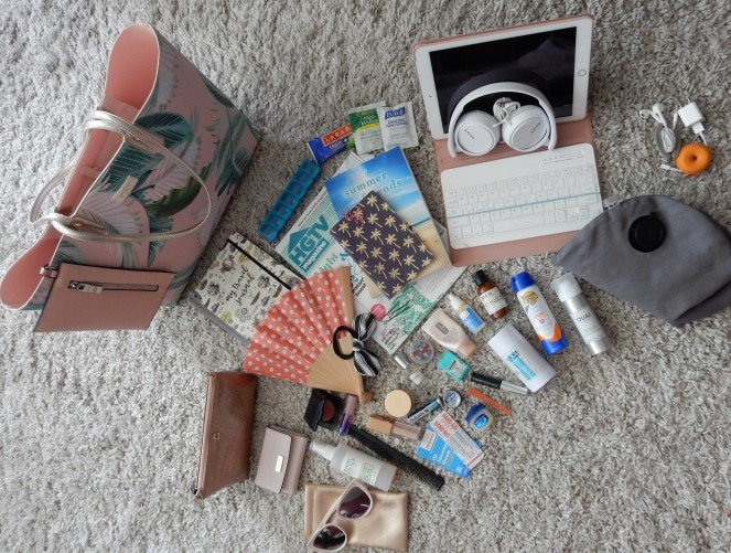 What's In My Bag, What's In My Purse, What's In My Travel Tote, Travel Essentials, Travel Tips, Carry On Bag Essentials, Travel Needs, Packing Tips, Travel made easy, packing made easy, what to carry on the plane, Plane essentials, Sarah In Style, Spartina Purse, What to pack, Sarah Meyer, travel blogger tips