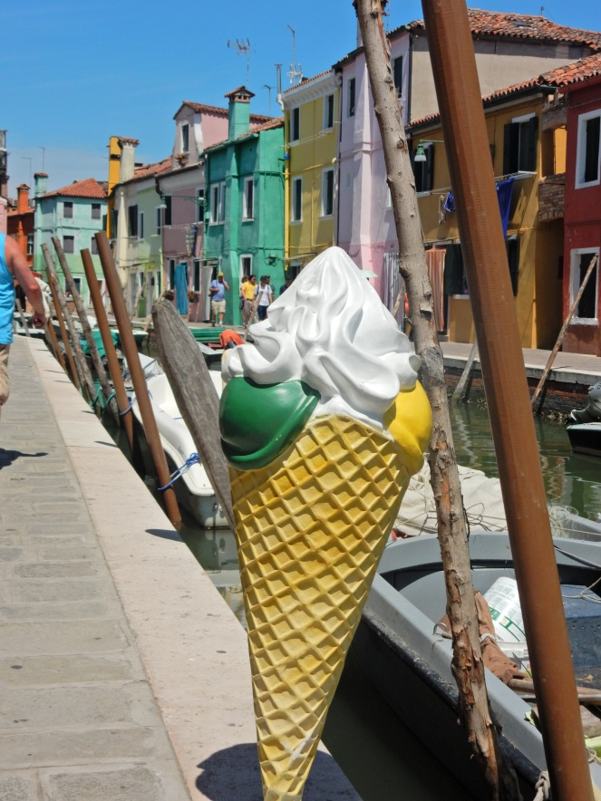 Burano Italy, Burano, Italian Village, Italian Towns, Charming European Towns, Colorful Homes, Colorful Towns, Colorful Houses, Visit Burano, Visit Venice, DK Eyewitness, Top 10 Venice, Must see in Burano, Venice Day Trips, What to do in Venice, What to do in Burano, Sarah In Style, Sarah Meyer, Blogger Travel tips, Italy travel tips, where to go in Italy, what to see in Italy, exploring Italy, off the beaten path in Italy, Italian fishing villages, most charming town, handmade lace, lace making, Italian craftsmanship