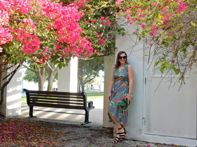 Sarah In Style, Sarah Meyer, Chicago Fashion Bloggers, Chicago Fashion Blogger, Florida Summer Fashion, Cute Dressed for Vacation, Tropical Print Dresses, How to wear Tropical Prints, How to wear palm print, palm print fashion trends, St. Petersburg Florida bucket list, What to do in St Pete, What to do in St Petersburg, What to do in Florida, How to dress in Florida, How to dress for a summer meeting, Summer Fashion Staples, Black strappy sandals, lucite bracelet, vintage lucite bracelet, palm leaf purse, palm leaf bag, Pink Palaces, Pink Hotels in the U.S.. summer in the tropics
