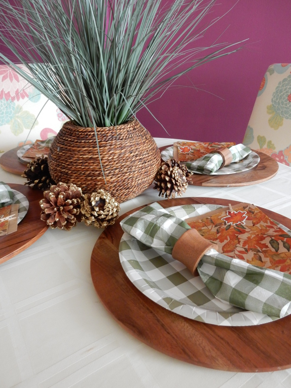 Dining Decor, Tablescape, Tablescapes, Sarah In Style, Sarah Meyer, Cute table decor, decorating on the cheap, Blogger design ideas, blogger party ideas, dressing up your table, fall table decor, fall tablescapes, easy centerpieces, simple table decorating, cute napkin rings, table decor ideas, how to set a perfect table, Thanksgiving Table Decor, Thanksgiving Tablescapes, Cheap Thanksgiving meal ideas, Cheap Table Decor, Green and White Tablescape, Dinner Party Goodie Bags, Thanksgiving Decorations, setting a Thanksgiving table