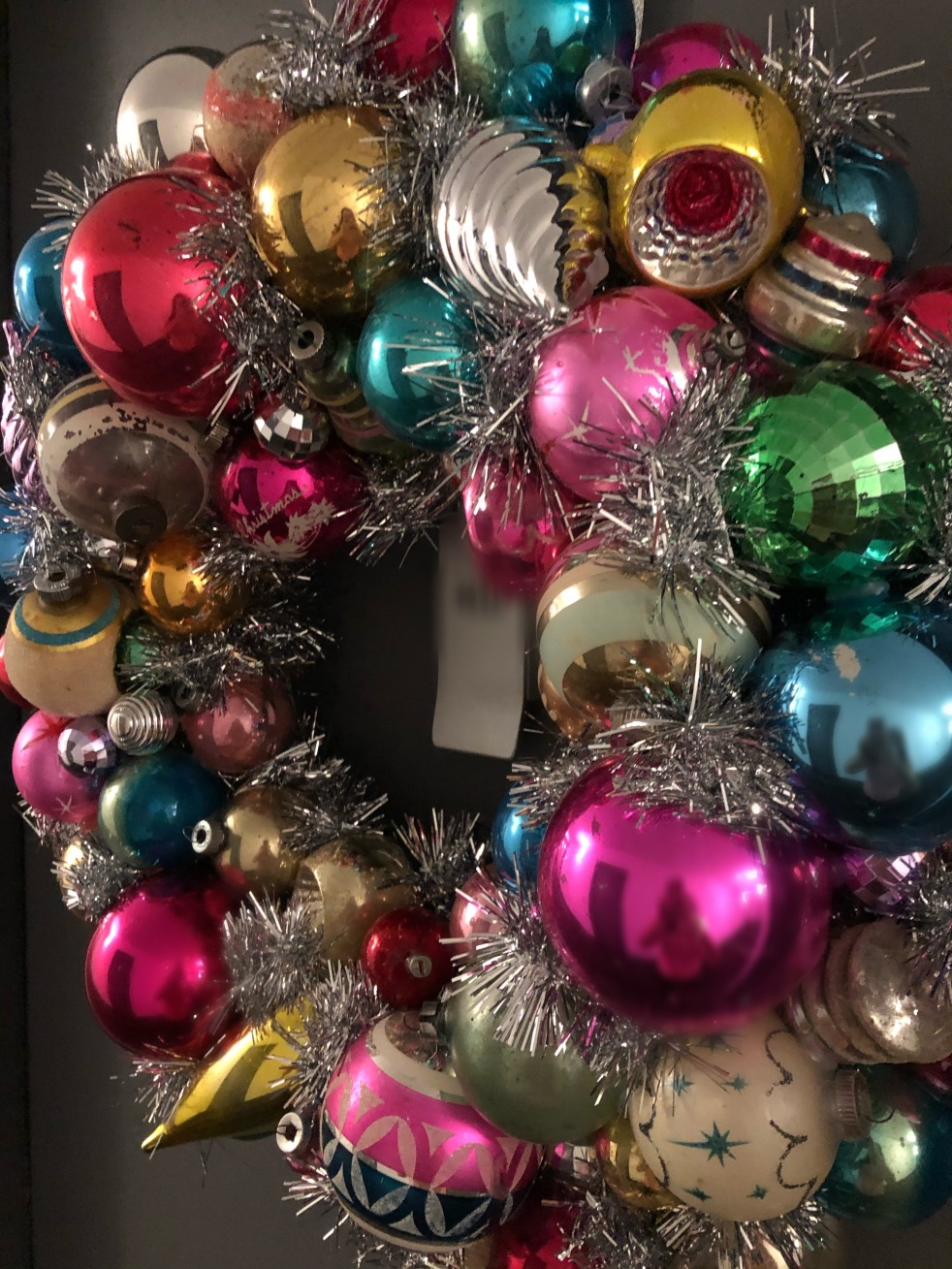 Sarah In Style, Blogger DIY, Christmas Decorations, DIY Wreaths, Vintage Ornament Wreath, Vintage Ornament Wreaths, How to make a wreath, how to find vintage ornaments, Christmas memory holder, How to show Christmas memories, Holiday Craft projects, Christmas Craft Projects, What to do with old ornaments, Craft Blogger, Craft Blogs, Vintage Christmas Ornaments